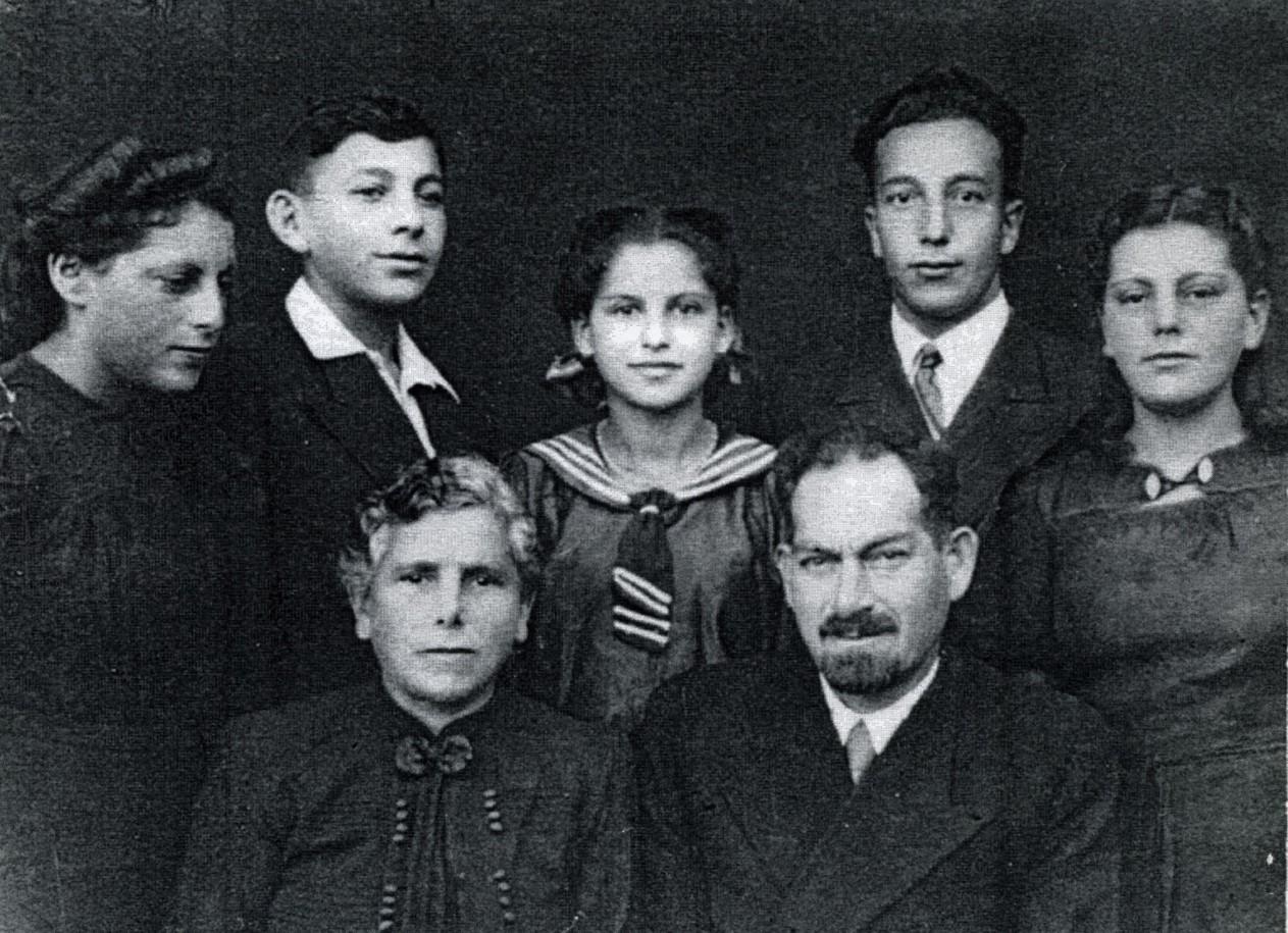 The Wygoda Family in 1945